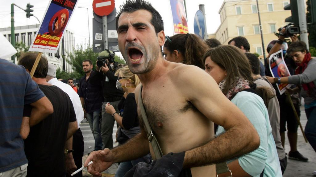 Demonstranti v Aténách - přijela Merkelová