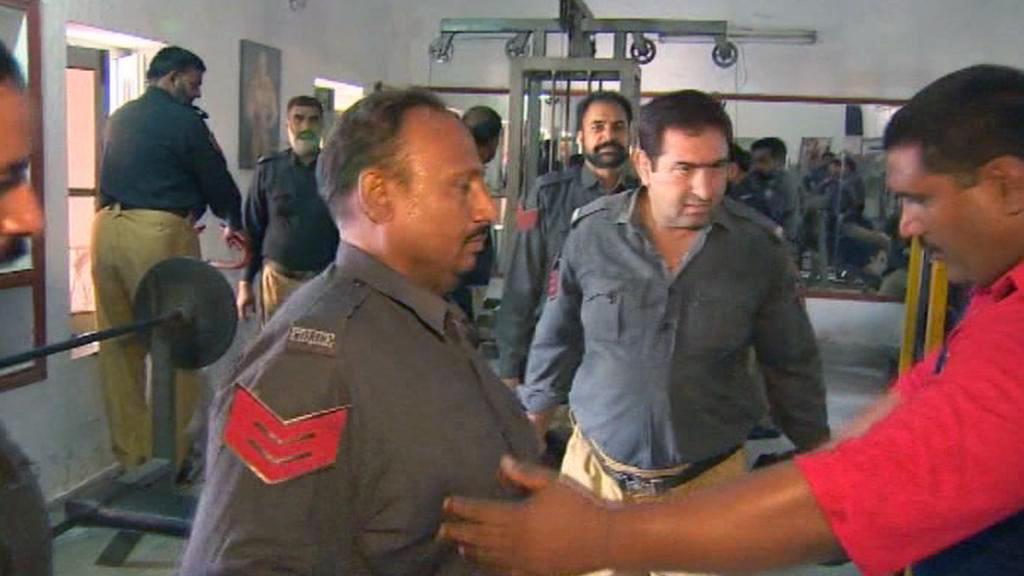 Pákistánští policisté hubnou v posilovně
