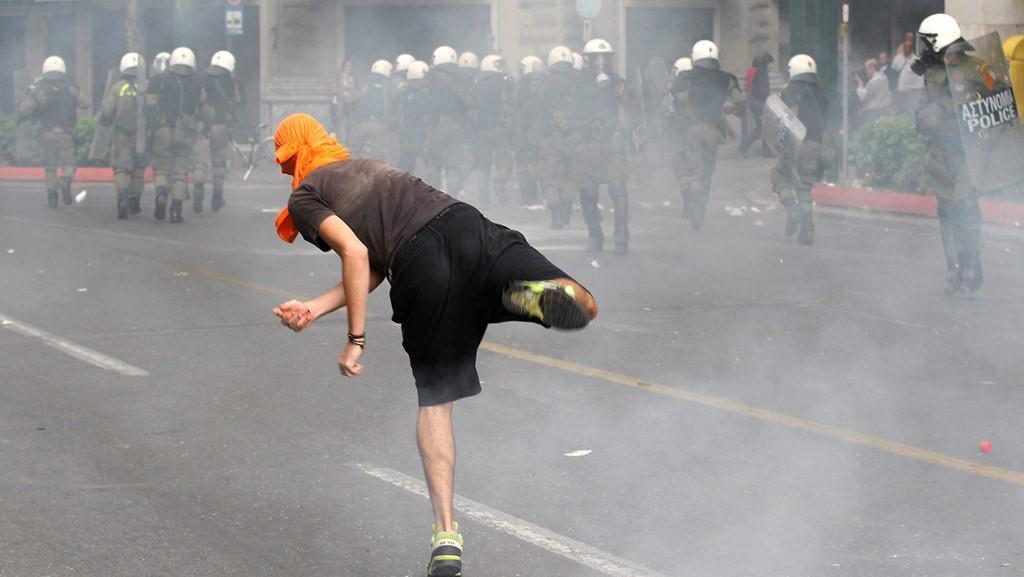 Boje v aténských ulicích