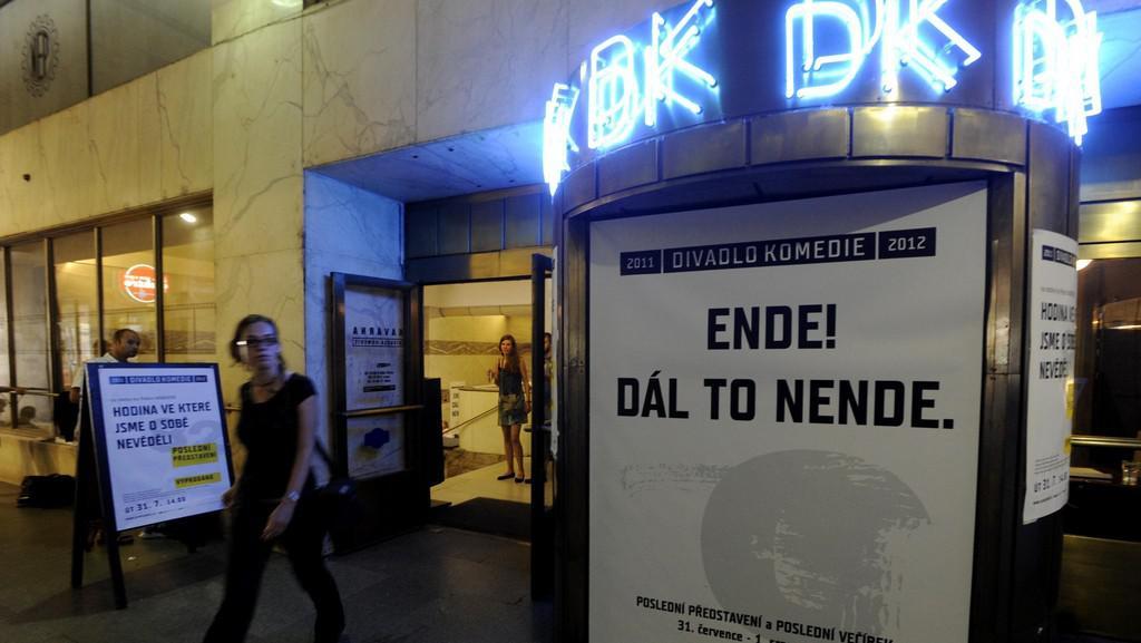 Poslední představení Pražského komorního divadla v Divadle Komedie