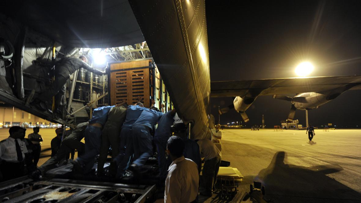Nakládání slonic v Kolombu