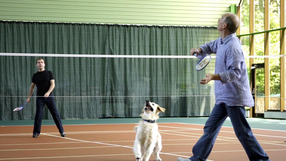 Medvěděv s Putinem hrají badminton