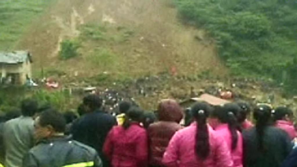 Sesuv půdy pohřbil školu ve vesnici Čen-che