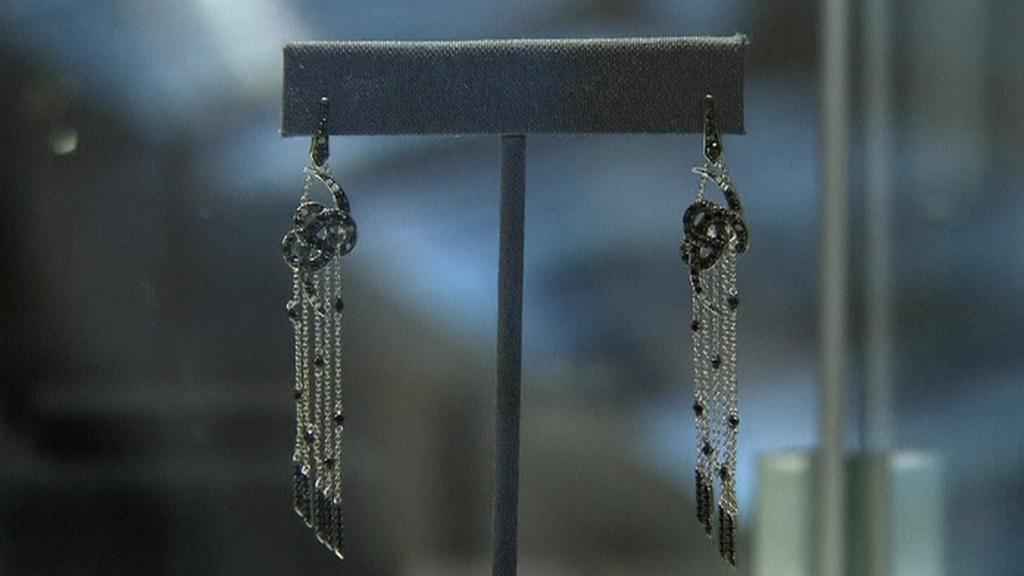 Šperky z filmu Jamese Bonda