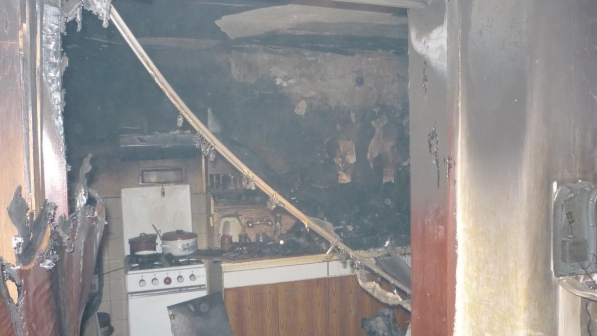 Plameny poškodily kuchyni