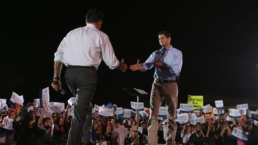 Miit Romney a kandidát na viceprezidenta Paul Ryan na prezidentské kampani ve Virginii