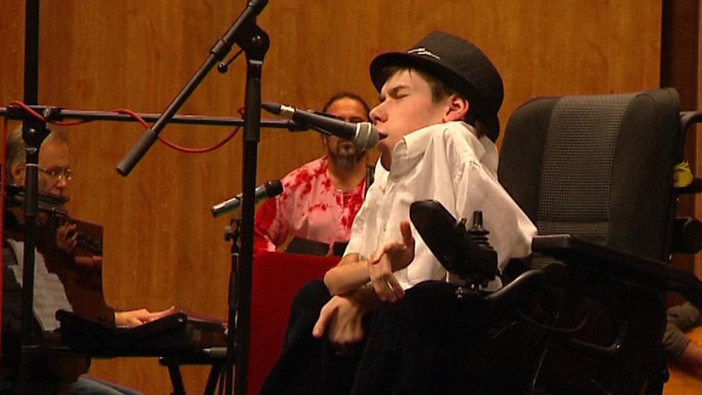 Handicapovaný zpěvák