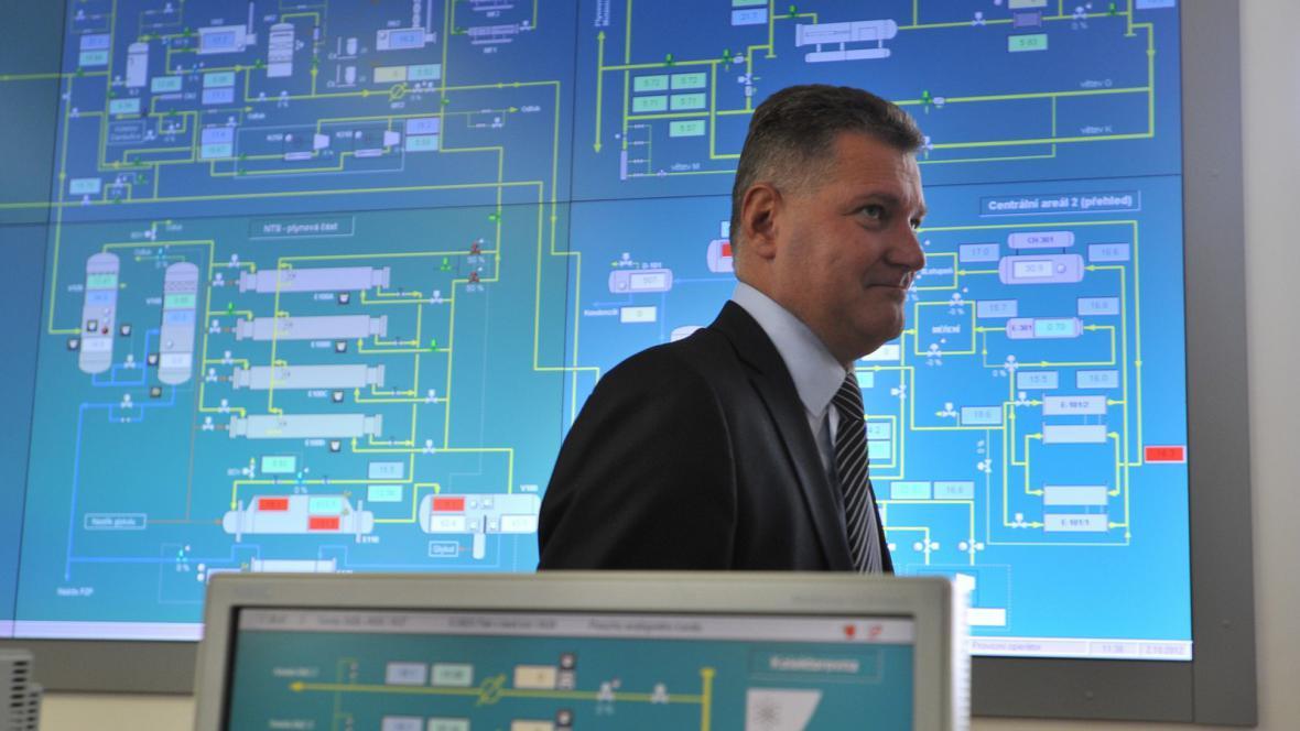 Ředitel MND Gas Storage Karel Luner v řídícím centru nového zásobníku plynu