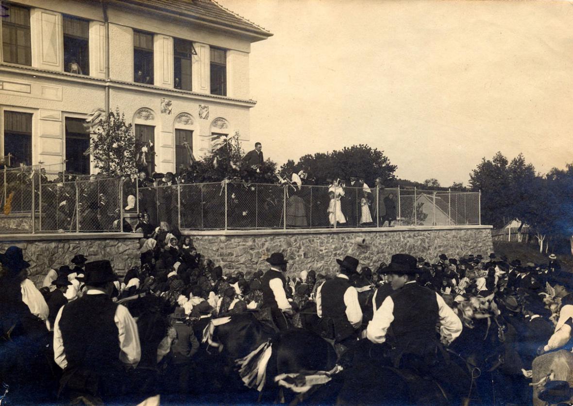 Březina - otevření školy - 1912