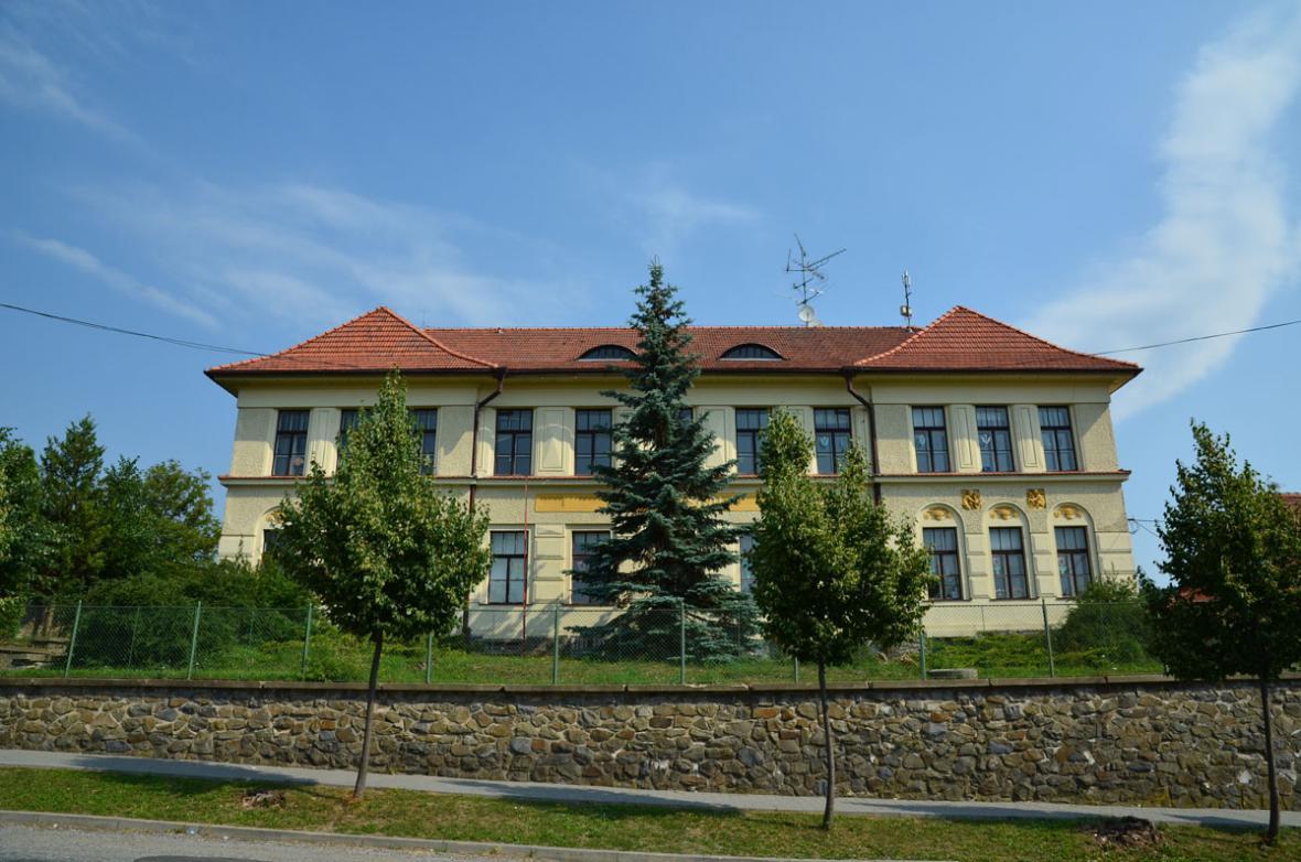 Březina - škola