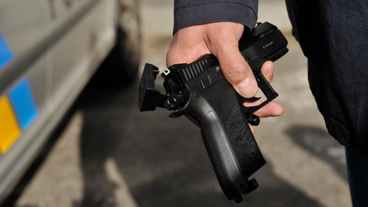 Kuličková pistole, kterou byl napaden Václav Klaus