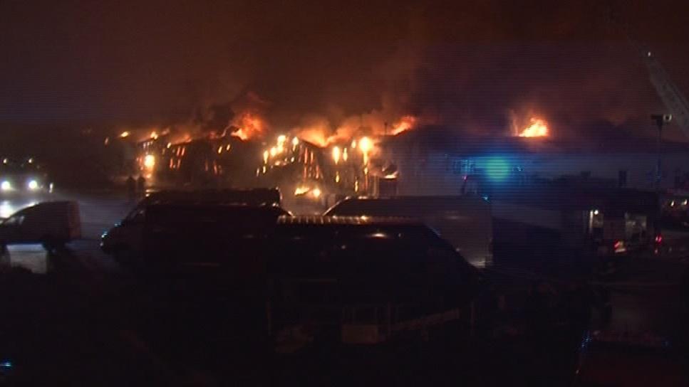 U požáru zasahovalo několik hasičských jednotek