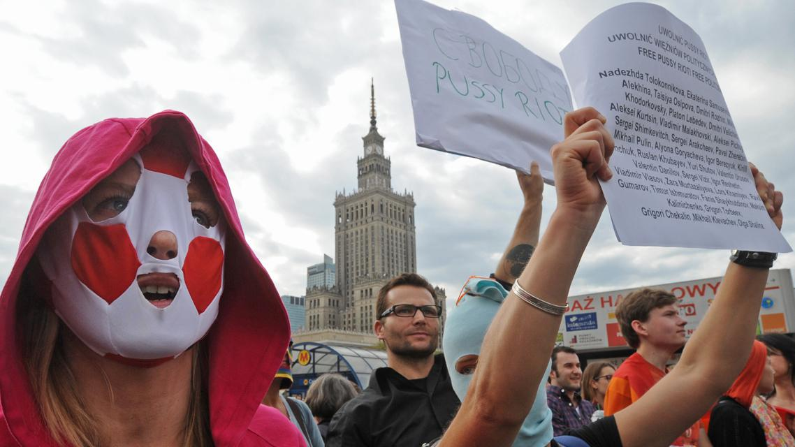 Demonstrace na podporu Pussy Riot ve Varšavě