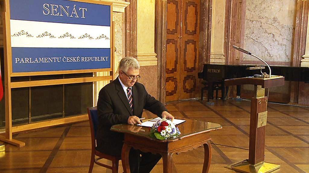 Milan Štěch při vyhlášení termínu prezidentské volby