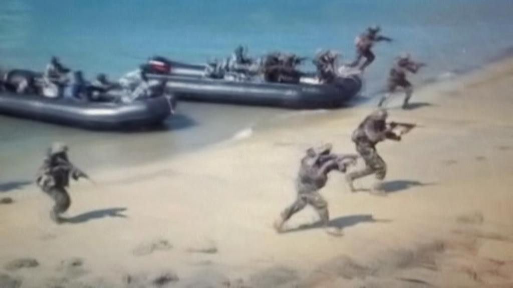 Vylodění jednotek Africké unie na pláži u Kismaya