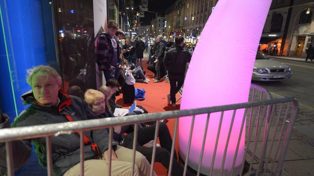 Nedočkavci čekali na zahájení prodeje iPhonu 5 i ve švédském Stockholmu