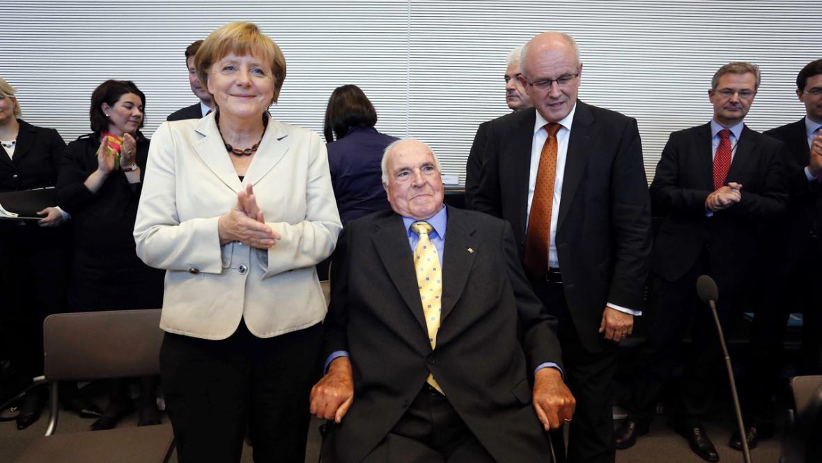 Merkelová a Kohl na slavnosti k výročí volby Kohla kancléřem