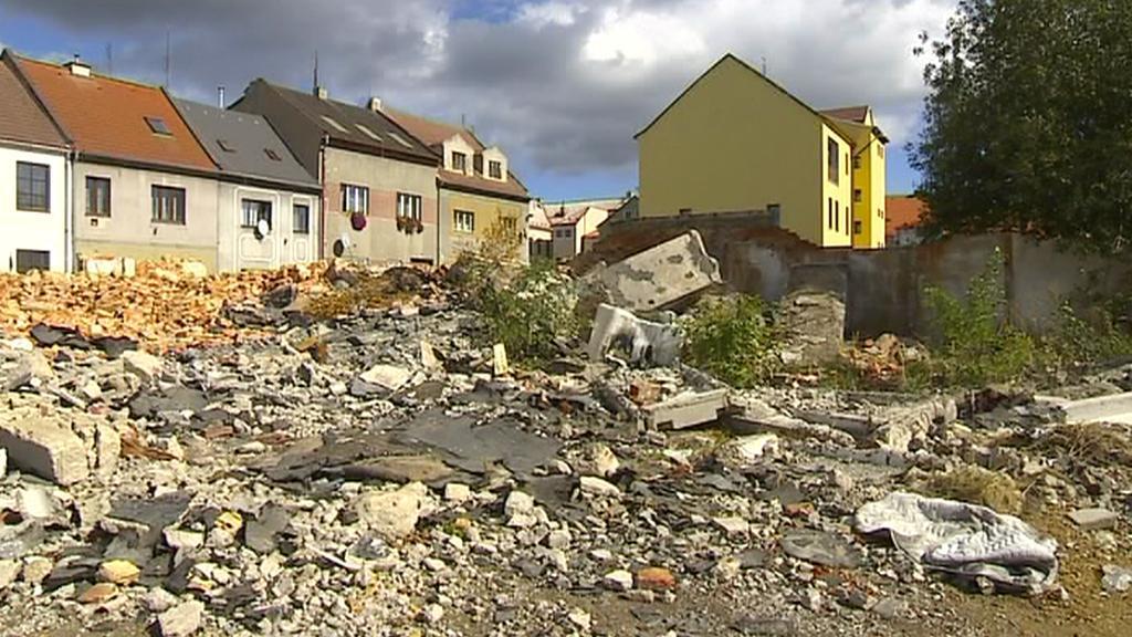 Ruina bývalé továrny na kočárky v Duchcově
