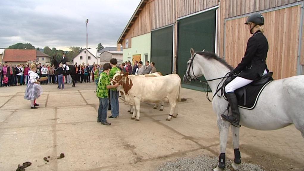 Slavnostní otevření nové stáje pro dobytek a veterinárního centra