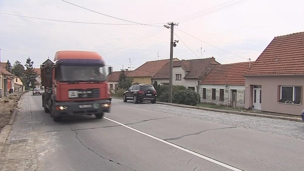 Hustopeče se potýkají se silnou nákladní dopravou