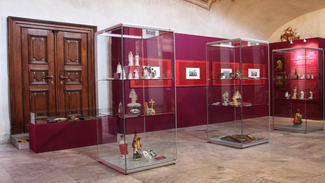 Nová výstava představuje náboženské předměty ze Sudet