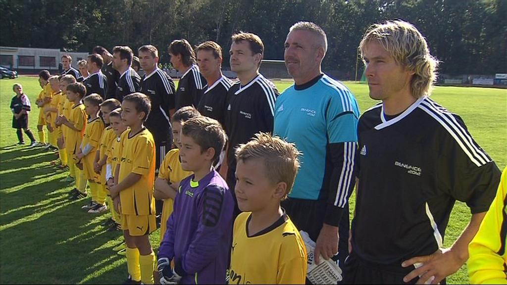 Veteráni ze stříbrné anglické party fotbal stále umí
