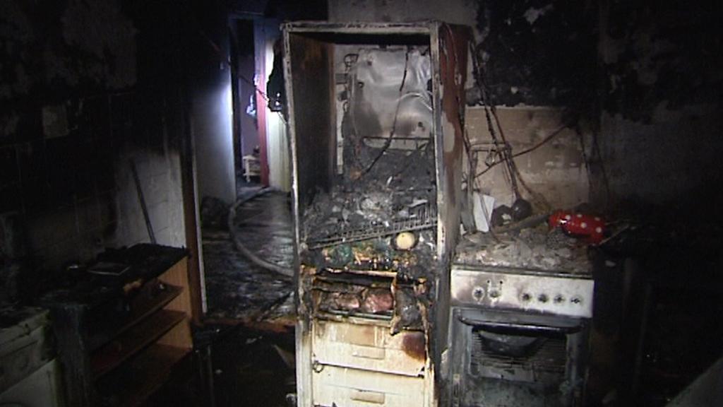 Následky požáru bytu ve Svobodě nad Úpou
