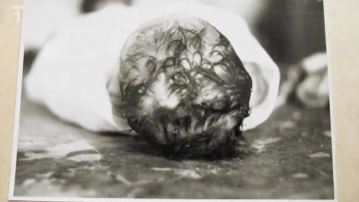 Fotografie mrtvého novorozence - čin Marie Fikáčkové