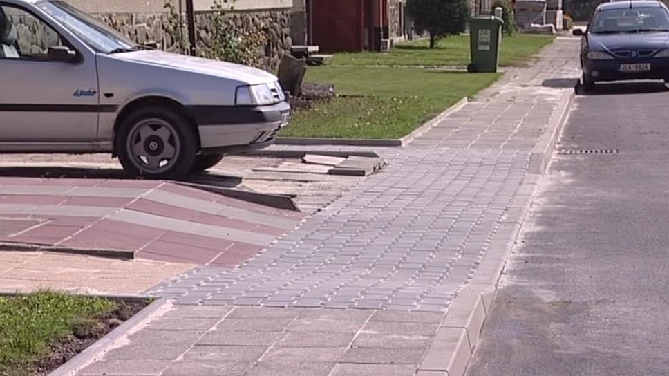 Každý se o chodník před svým domem postaral sám
