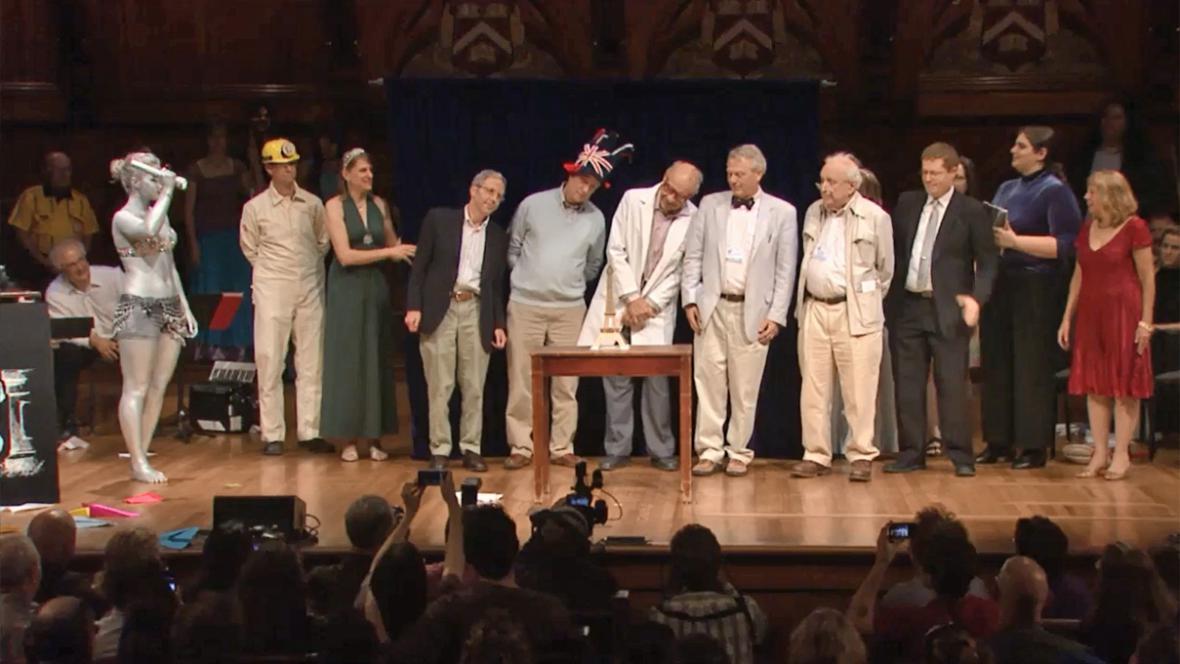 Ig Nobel za pozorování Eiffelovky
