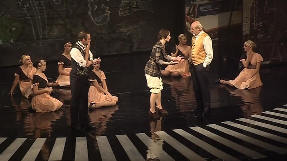 Fanny svojí ztřeštěností a bezprostředností okouzlí i ředitele divadel