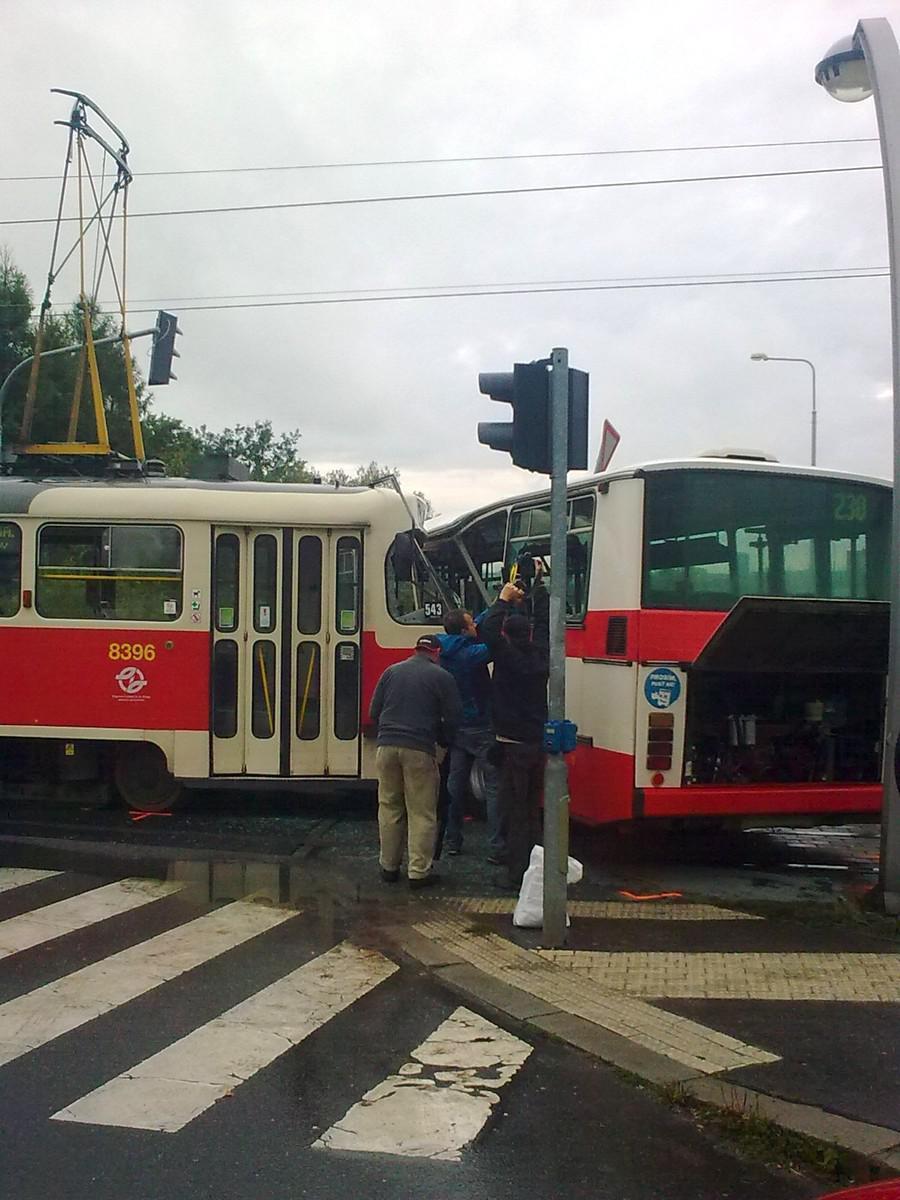 Nehoda tramvaje na pražském Barrandově