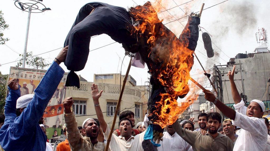 Muslimský protest proti Rushdiemu