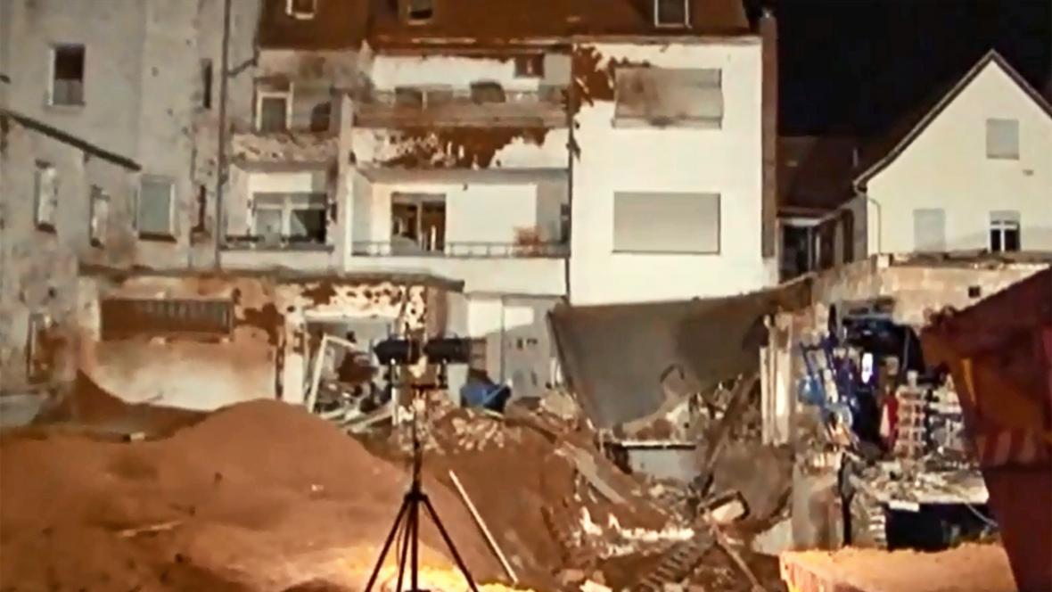 Následky exploze letecké pumy ve Viersenu