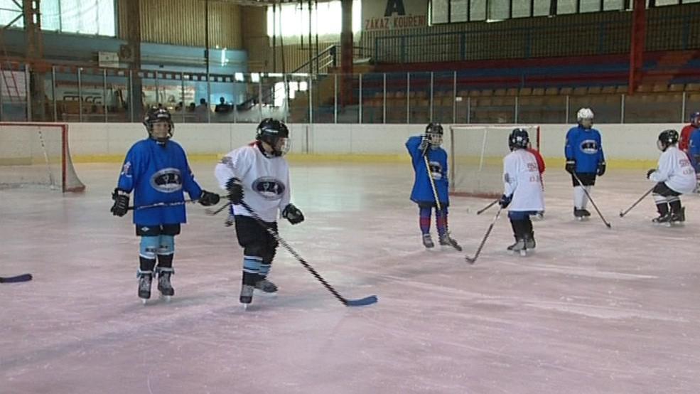 Malí hokejisté musí trénovat ve špatných podmínkách