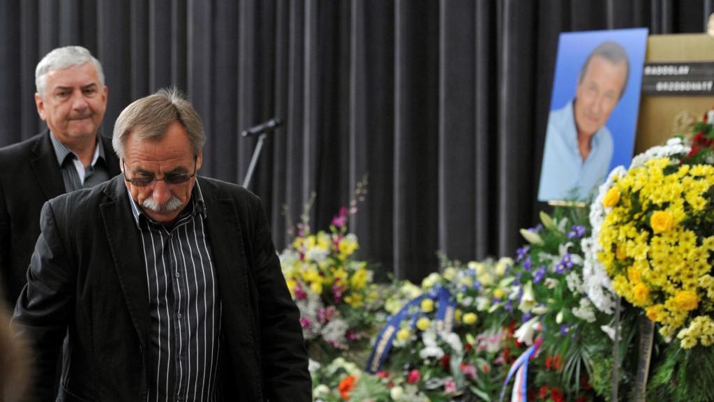 Mezi smutečními hosty byli také Miroslav Donutil a Pavel Zedníček