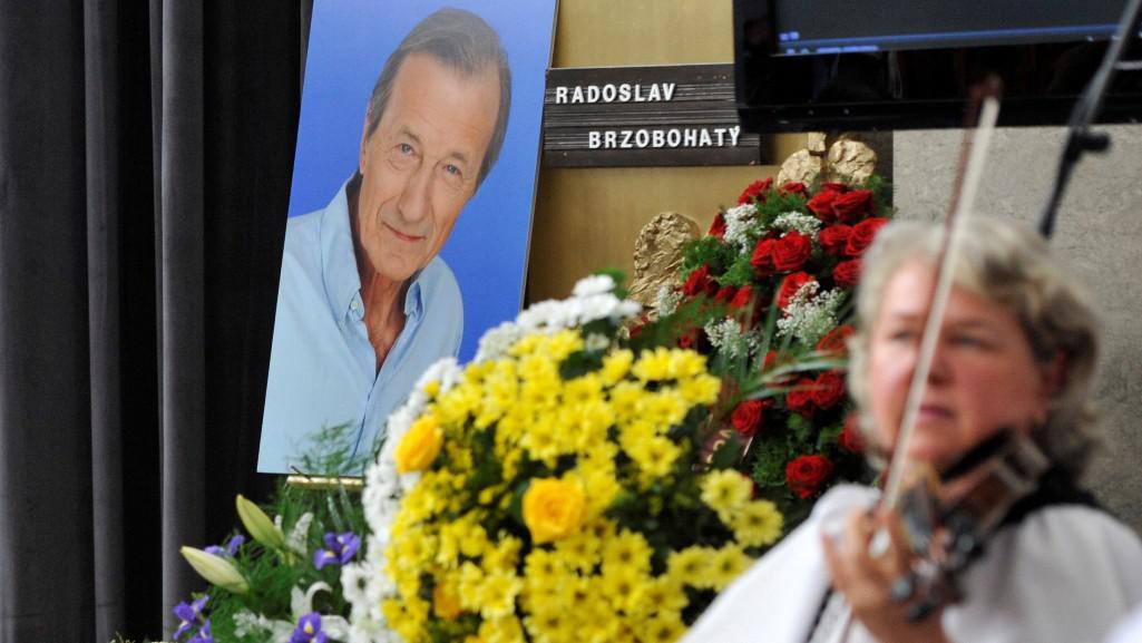 Moravská muzika hraje na posledním rozloučení s Radoslavem Brzobohatým