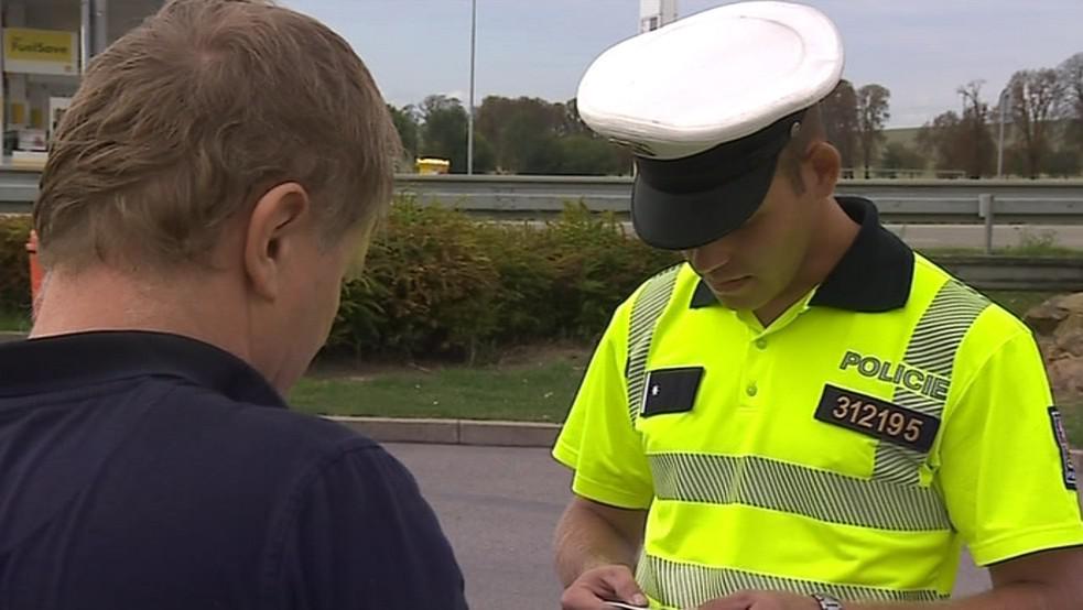 Nejčastěji pokutovali policisté za rychlost a chybějící pásy