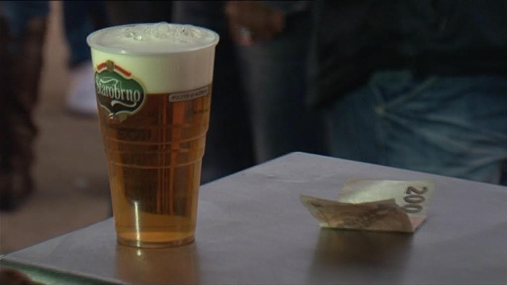 Stánkaři prodávali kromě nealka především pivo