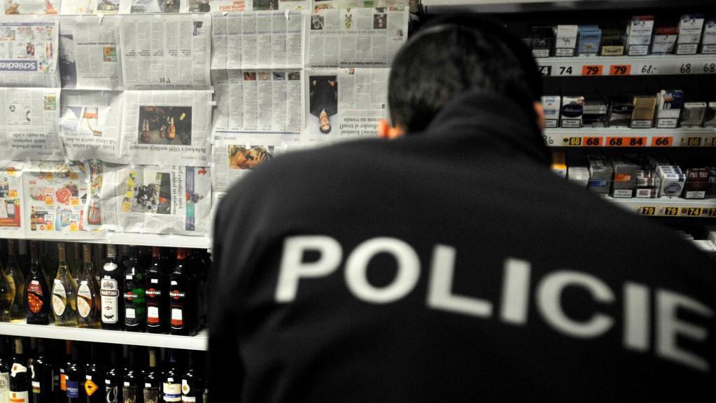Policie kontroluje restaurace i kamenné obchody