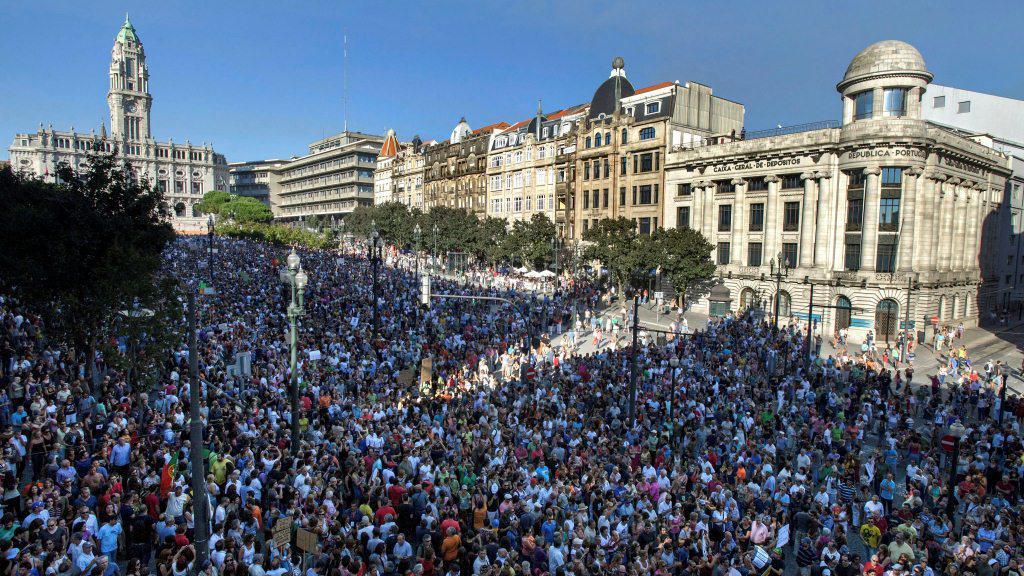 Desetitisíce lidí protestovaly v Portu
