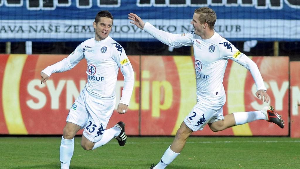 Fotbalisté Slovácka se radují z gólu