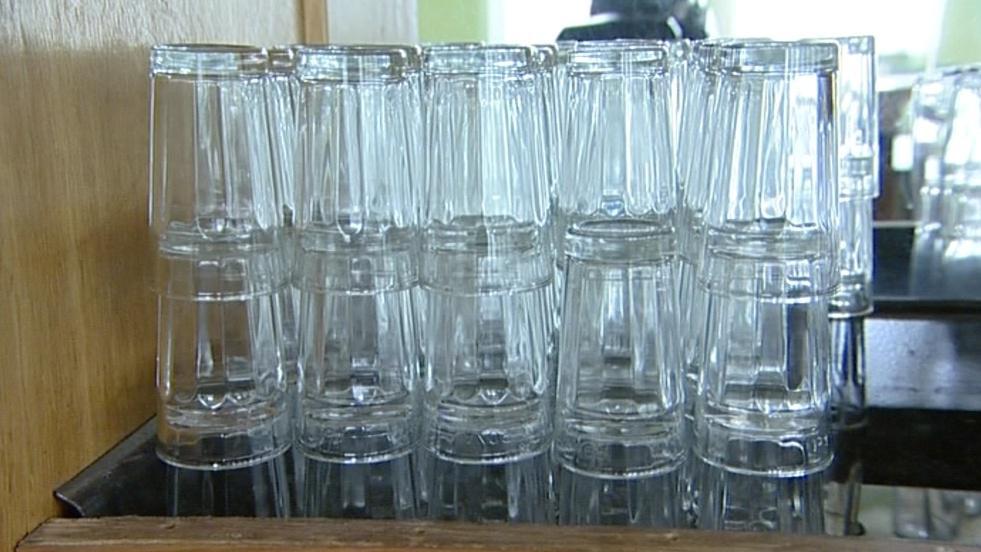 Malé skleničky nebudou na hodech potřeba