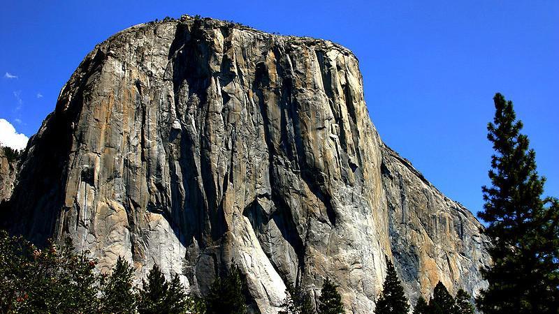 Yosemitský národní park - žulový monolit El Capitan
