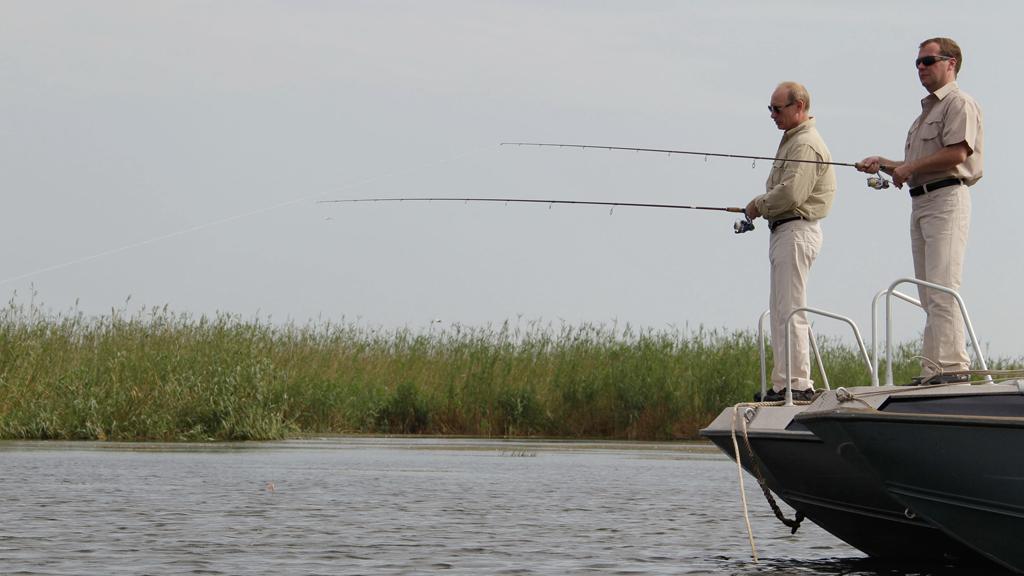 Vladimir Putin a Dmitrij Medveděv na rybářské výpravě