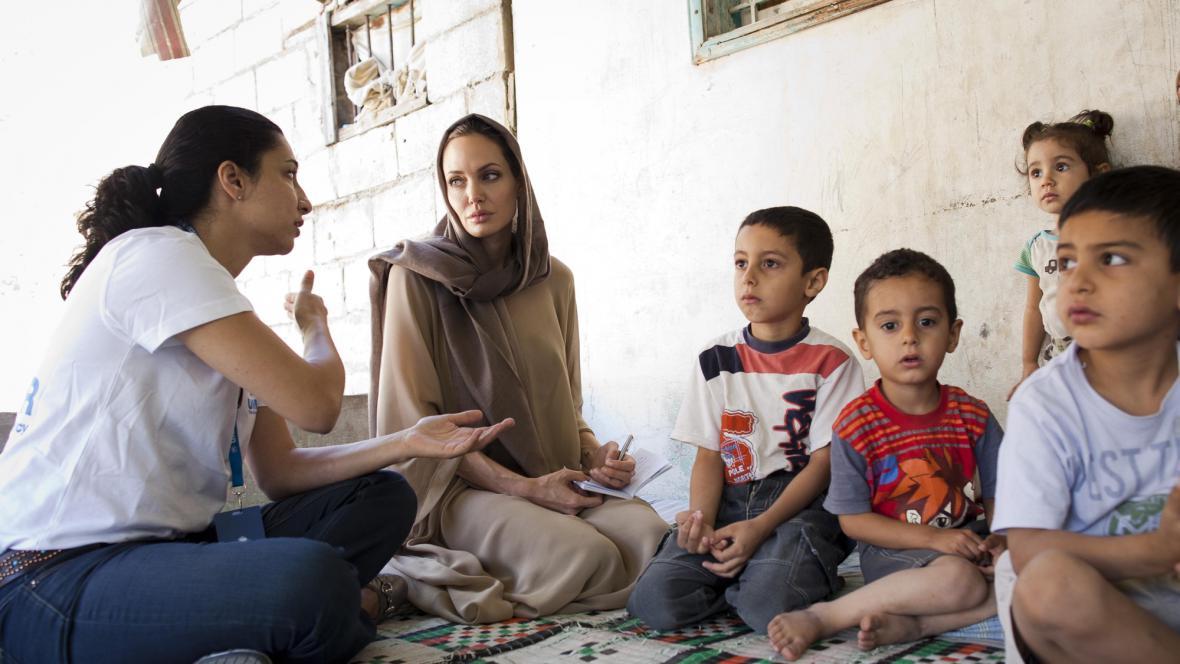 Angelina Jolie v syrském uprchlickém táboře