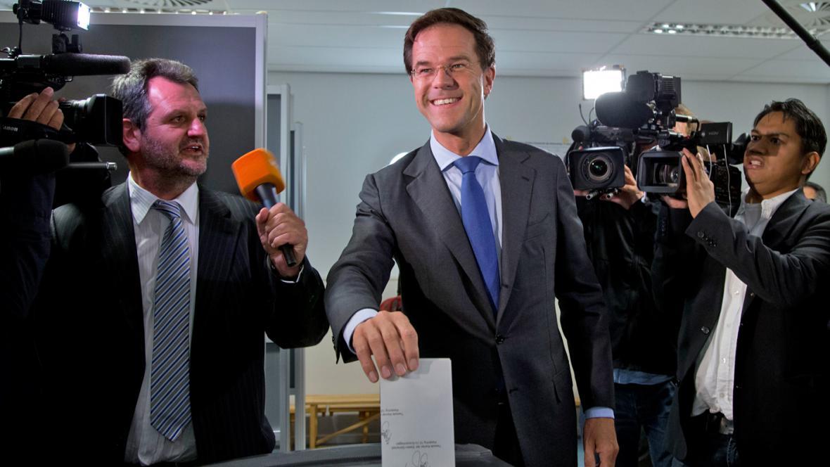 Mark Rutte u volební urny