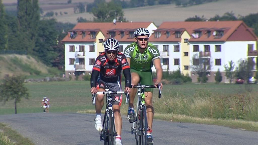 Jezdci mají v nohou za dvacet čtyři hodin i sedm set kilometrů
