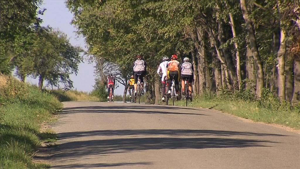 Čtyřiadvacetihodinové výzvě na kole se rozhodlo čelit přes sto jezdců