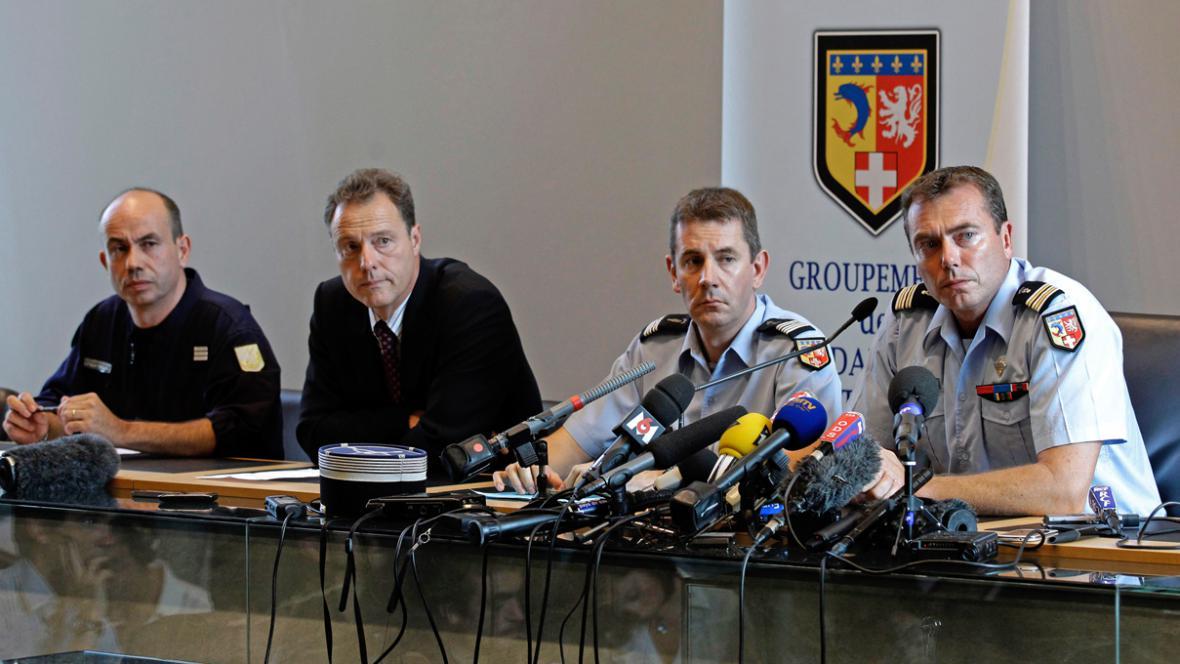 Brífink francouzské policie k vraždě u Annecy